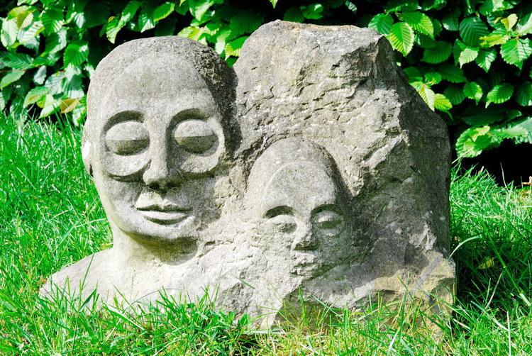 Die Geburt - Sandstein © Katharina Hansen-Gluschitz