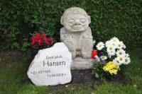 Der Wächter - Grabgestaltung mit Inschrift - Sandstein © Katharina Hansen-Gluschitz